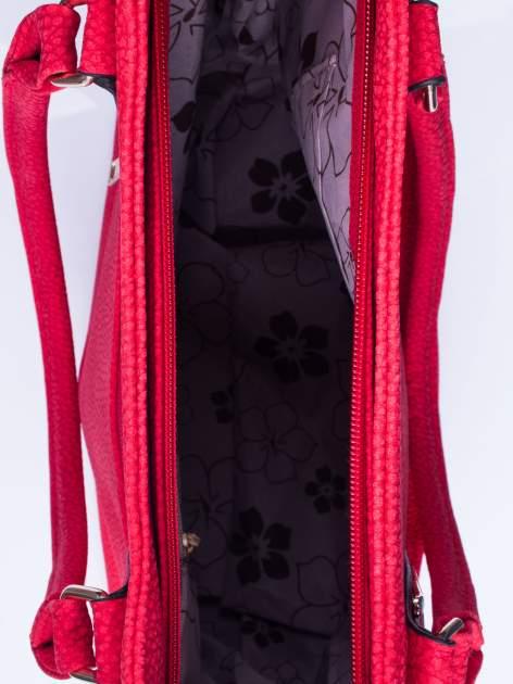 Czerwona torba shopper bag ze złotymi okuciami przy rączkach                                  zdj.                                  4