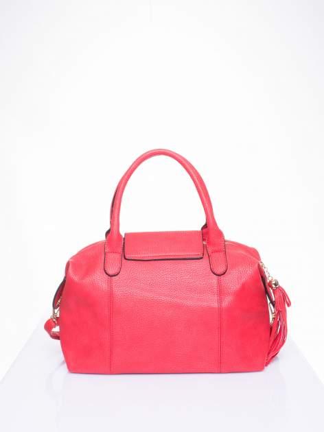 Czerwona torba z klapką i odpinanym paskiem                                  zdj.                                  3