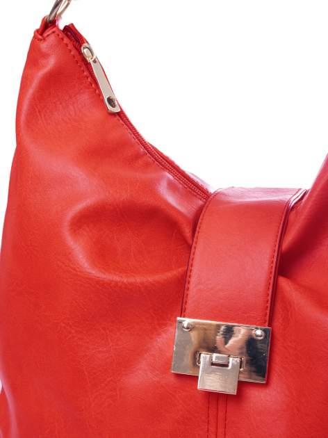 Czerwona torebka hobo z zapięciem                                  zdj.                                  3