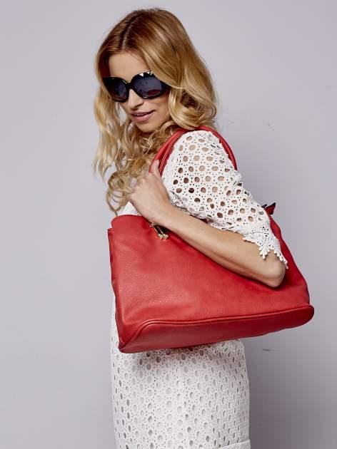 Czerwona torebka ze złotymi okuciami z kryształkami                                  zdj.                                  2