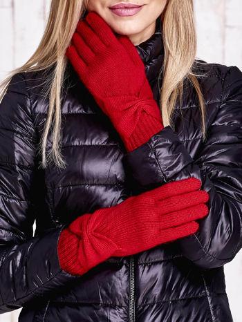 Czerwone długie rękawiczki z kokardą i prążkowanym ściągaczem                                  zdj.                                  1