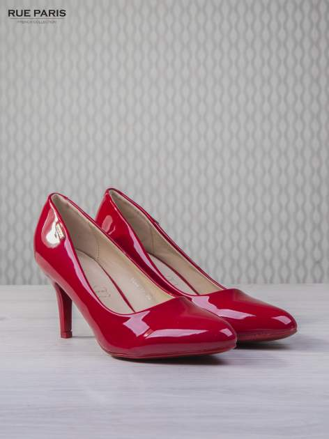 Czerwone lakierowane szpilki Olivia na niskim obcasie                                   zdj.                                  3