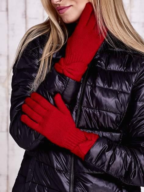 Czerwone rękawiczki z kokardą w stylu retro