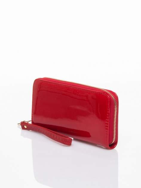 Czerwony lakierowany portfel z rączką                                  zdj.                                  2