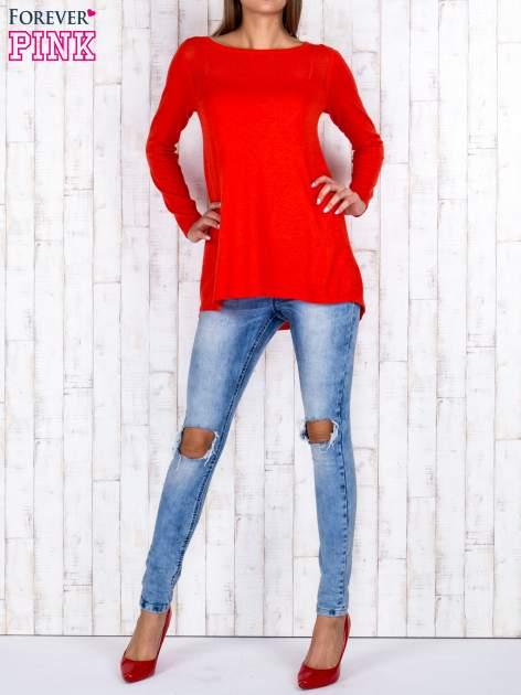 Czerwony luźny sweter z ażurowym dekoltem                                  zdj.                                  4