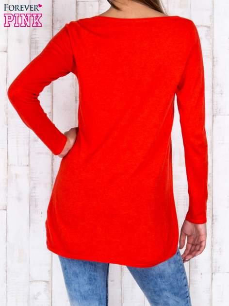 Czerwony luźny sweter z ażurowym dekoltem                                  zdj.                                  2