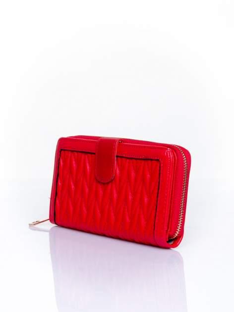 Czerwony pikowany portfel ze złotym suwakiem                                  zdj.                                  3