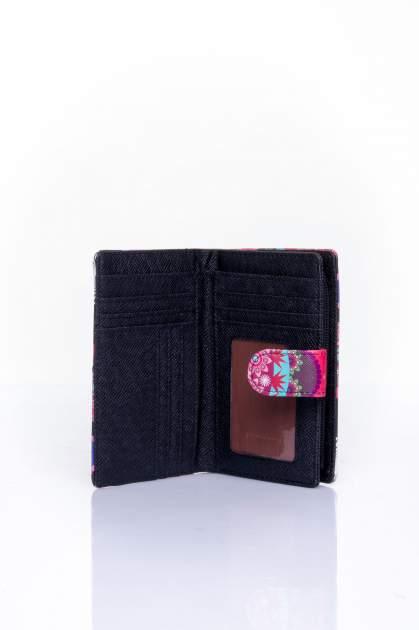 Czerwony portfel w graficzne wzory                                  zdj.                                  4
