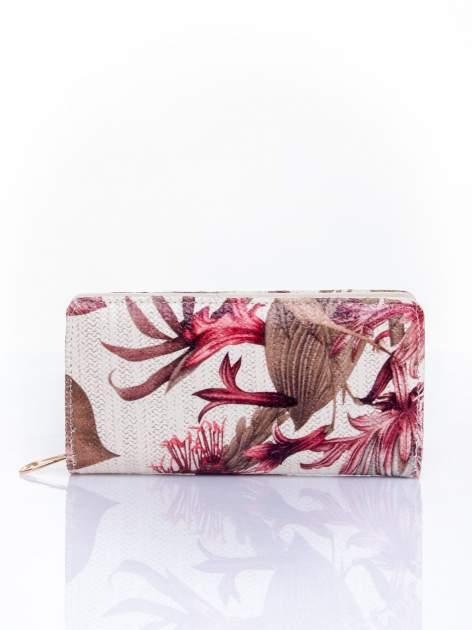 Czerwony portfel z egzotycznym nadrukiem