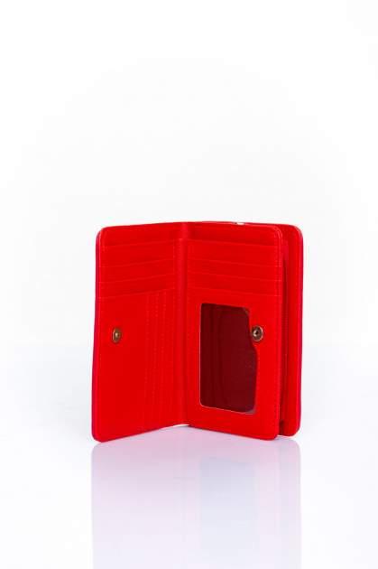 Czerwony portfel z motywem geometrycznej plecionki                                  zdj.                                  3