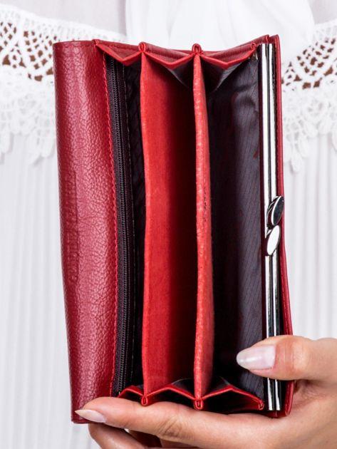 Czerwony portfel z wstawką w paski                              zdj.                              5