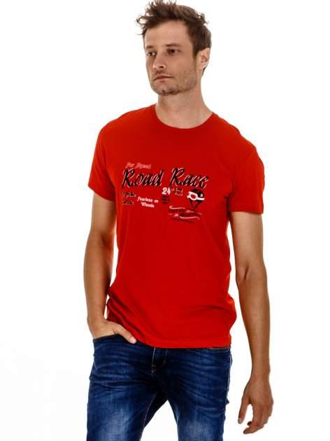 Czerwony t-shirt męski z wyścigowym napisem ROAD RACE                                  zdj.                                  2