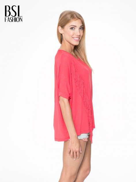 Czerwony t-shirt z frędzlami i siateczkowym tyłem                                  zdj.                                  3