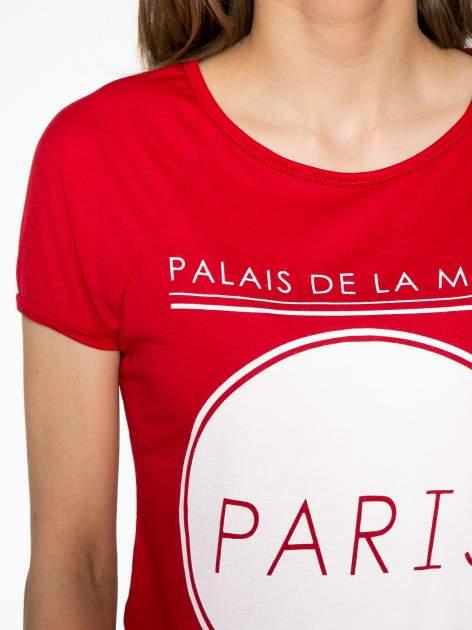 Czerwony t-shirt z nadrukiem PARIS                                  zdj.                                  5