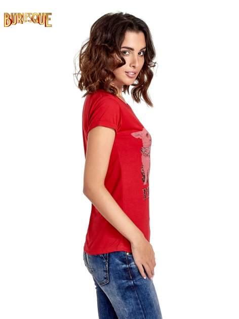 Czerwony t-shirt z nadrukiem szczeniąt                                  zdj.                                  4