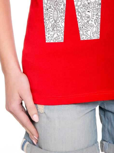 Czerwony t-shirt z nadukiem WHY? z przodu i na plecach                                  zdj.                                  8