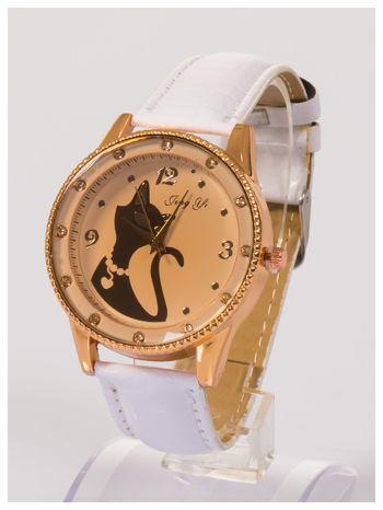 Damski zegarek z cyrkoniami z motywem kotka na tarczy, na lakierowanym białym pasku                                  zdj.                                  2
