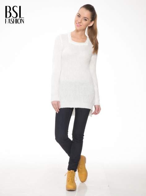 Ecru ażurowy długi sweter z rozporkami                                  zdj.                                  2