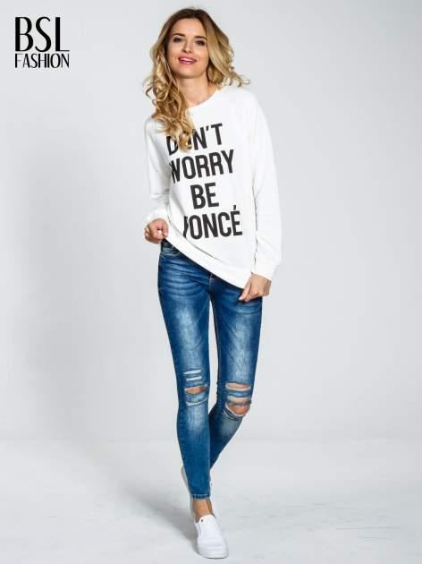 Ecru bluza z napisem DON'T WORRY BE YOUNCÉ                                  zdj.                                  2