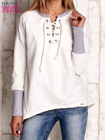 Ecru bluza z wiązaniem i szerokim ściągaczem                                  zdj.                                  1