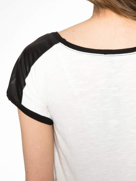Ecru-czarny t-shirt z nadrukiem wieży Eiffla                                   zdj.                                  8