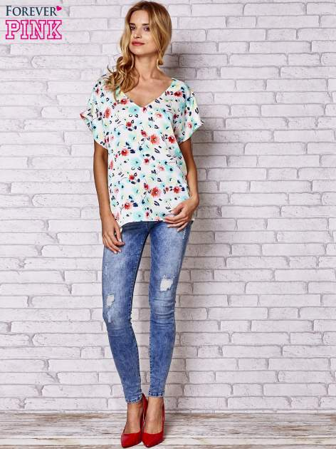 Ecru koszula damska z kwiatowym nadrukiem                                  zdj.                                  2