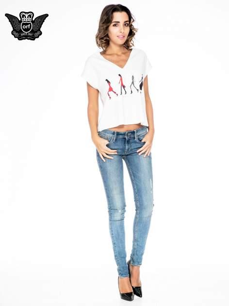 Ecru krótki t-shirt z nadrukiem sylwetek kobiet                                  zdj.                                  2