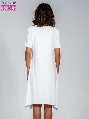 Ecru luźna sukienka z asymetrycznym dołem                                  zdj.                                  2