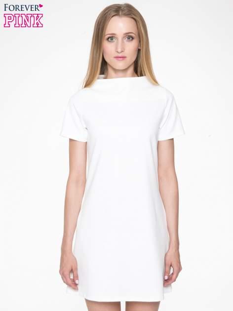 Ecru prosta sukienka z półgolfem                                  zdj.                                  2