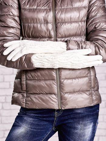 Ecru rękawiczki o warkoczowym splocie z błyszczącą nicią                                  zdj.                                  2