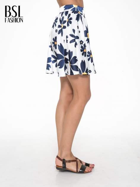 Ecru rozkloszowana spódnica skater w kwiaty                                  zdj.                                  3