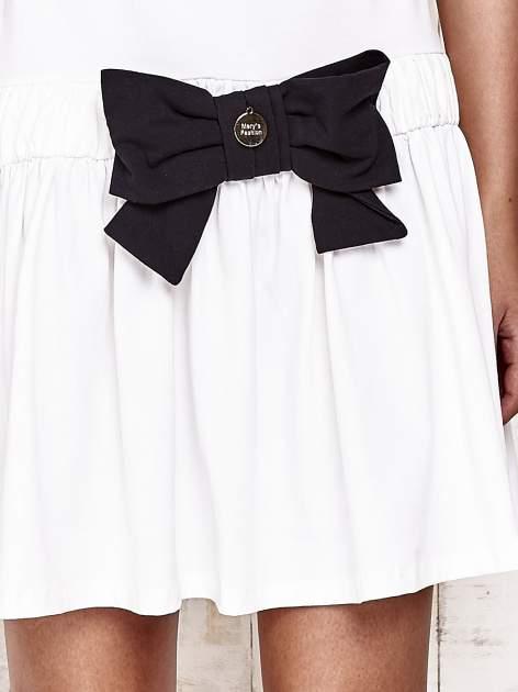 Ecru sukienka dresowa z kokardą z przodu                                  zdj.                                  5
