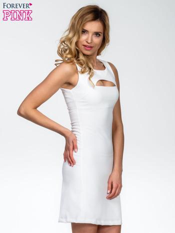 Ecru sukienka z wycięciem na dekolcie                                  zdj.                                  3