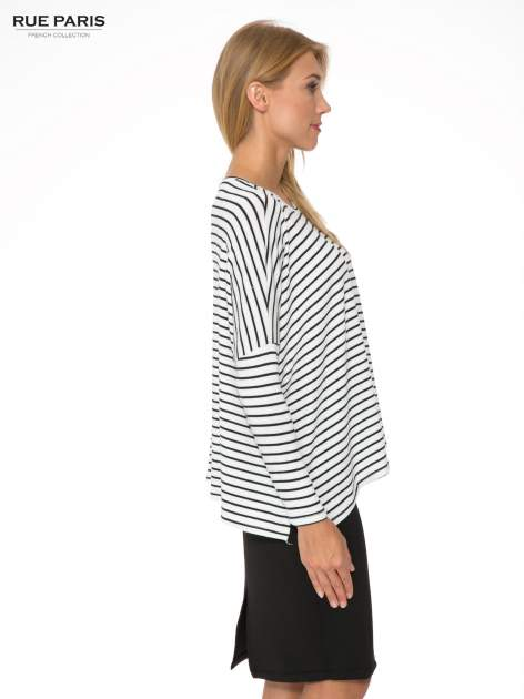 Ecru sweter w czarne paski o kroju oversize                                  zdj.                                  3