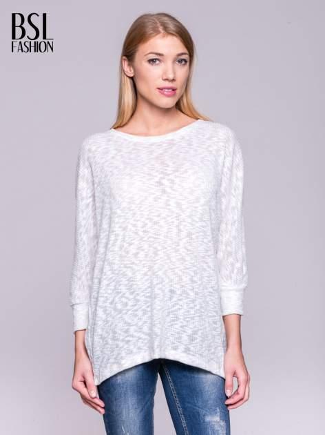 Ecru sweter z rozcięciem na plecach                                  zdj.                                  1