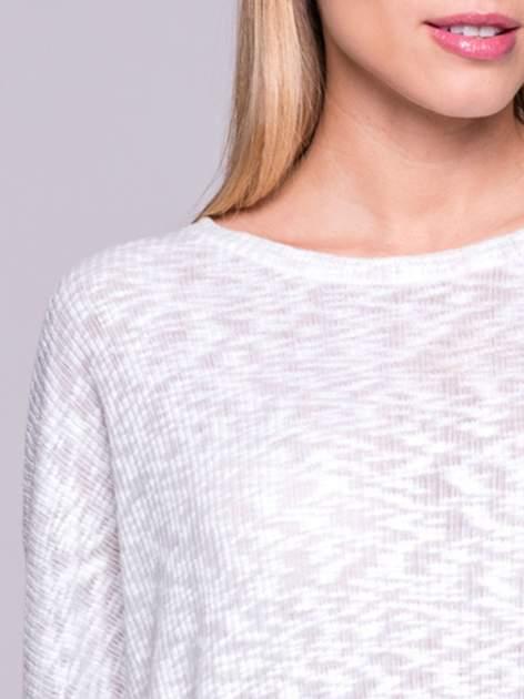 Ecru sweter z rozcięciem na plecach                                  zdj.                                  5