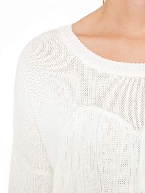 Ecru sweter z sercem obszytym frędzlami                                  zdj.                                  5