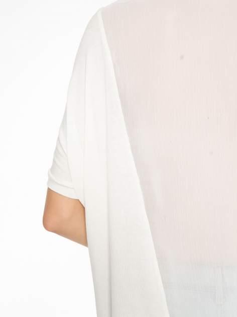 Ecru t-shirt z frędzlami i siateczkowym tyłem                                  zdj.                                  10