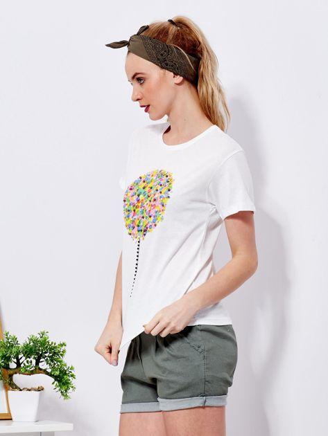 Ecru t-shirt z kolorowym nadrukiem i perełkami                                  zdj.                                  5