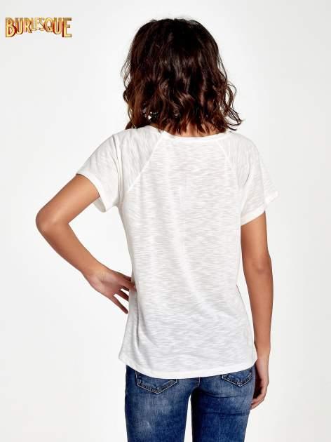 Ecru t-shirt z motywem muzycznym                                  zdj.                                  4