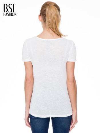 Ecru t-shirt z nadrukiem serca-drogi                                  zdj.                                  4