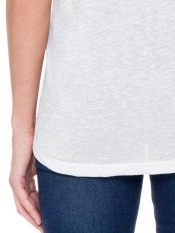Ecru t-shirt z nadrukiem serca-drogi                                  zdj.                                  7