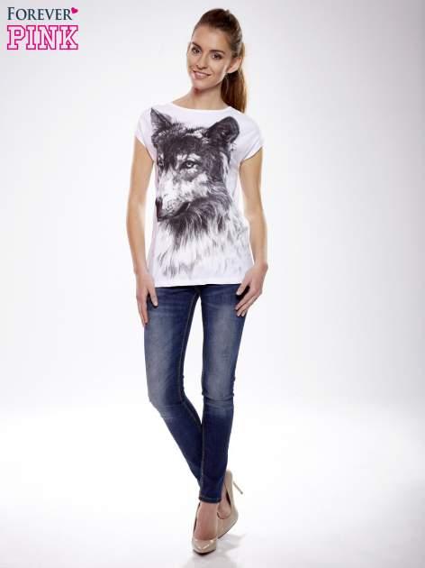 Ecru t-shirt z nadrukiem wilka