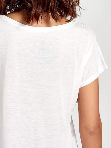 Ecru t-shirt z napisem MAD i kwiatowym nadrukiem                                  zdj.                                  6