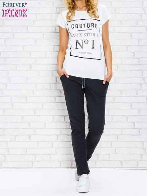 Ecru t-shirt z napisem PARIS STUDIO z dżetami                                  zdj.                                  3