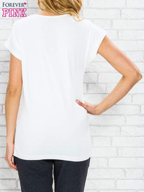 Ecru t-shirt z napisem PARIS STUDIO z dżetami                                  zdj.                                  2