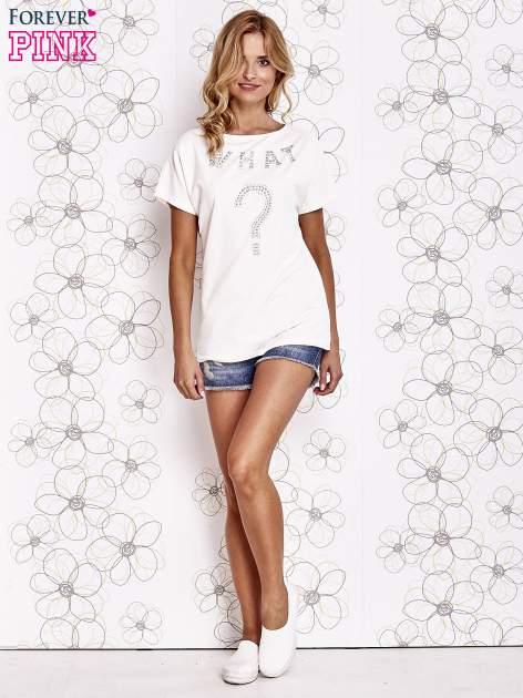 Ecru t-shirt z napisem i trójkątnym wycięciem na plecach                                  zdj.                                  2