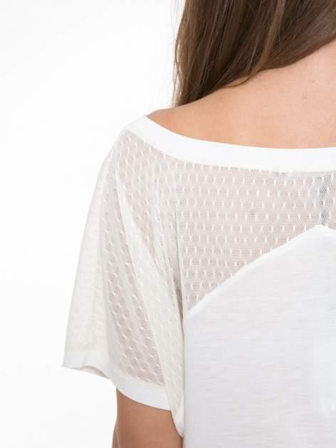 Ecru t-shirt z siateczkowymi wstawkami                                  zdj.                                  6