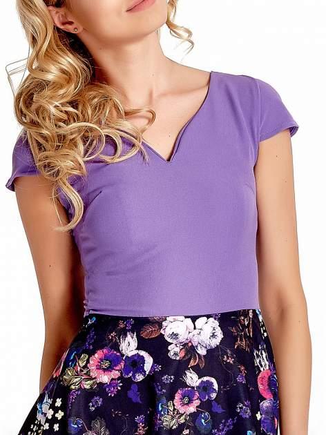 Fioletowa sukienka z motywem floral print na dole                                  zdj.                                  5