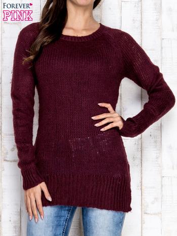 Fioletowy dzianinowy sweter o szerokim splocie